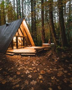 Travel in Tiny House Voyage en Tiny House sur Airbnb lien sur le profil Free on Airbnb - Link on the Profil Tiny House Cabin, Log Cabin Homes, Tiny House Design, Home Design, Cabin Tent, Cozy Cabin, A Frame House Plans, A Frame Cabin, Triangle House