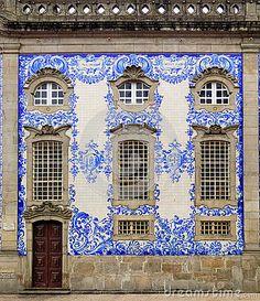 Fachada rica da casa em Porto, Portugal.