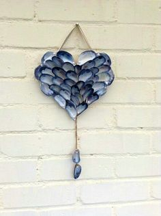 Handmade shell heart with pearl beads - pebble art and drift wood - amazing craft Sea Glass Crafts, Sea Crafts, Sea Glass Art, Rock Crafts, Nature Crafts, Arts And Crafts, Kids Crafts, Stained Glass, Seashell Art