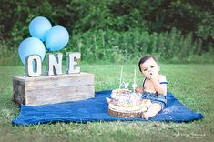 One year milestone park cake smash photoshoot blue blanket balloons Boys 1st Birthday Party Ideas, 1st Birthday Photoshoot, 1st Birthday Cake Smash, Baby Boy First Birthday, Diy Cake Smash, Outdoor Cake Smash, Smash Cakes, Cake Smash Photos, Teenage Party Games