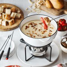 Essayez notre fondue au fromage Fondue Recipes, Keto Recipes, Charcuterie, Saputo Cheese, Cooking Tips, Cooking Recipes, Fondue Party, Melted Cheese, Winter Recipes