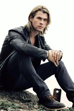 The artist within long haircuts for guys. - http://www.mens-hairstylists.com/long-hairstyles-for-men/