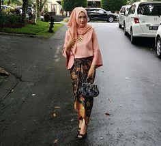 source: @auliaaryandi (diambil dari berbagai sumber) . . . #kebaya #inspirasikebaya #kebayaindonesia #kebayamodern #kebayawisuda #kebayadress #kebayagaun #kebayamuslim #kebayainspiration #batik #kebayabatik #batikdress #batiktulis #batikkantor #batikmodern #bridesmaid #kebayawedding #gown #weddinggown #gaun #inspirasibatik #inspirasigaun #inspirasigaunkebayabatik #designkebayabatik #instawedding #like4like #likeforlike