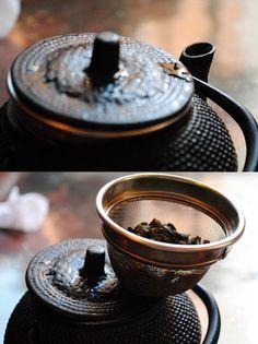 teaandcoffeelove:    绿茶 by Mò Lì Hua on Flickr.