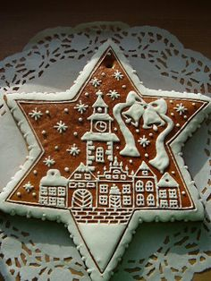 Dekorativní perníčky | Vánoční perníčky Star Cookies, Iced Cookies, Royal Icing Cookies, Cupcake Cookies, Christmas Gingerbread House, Gingerbread Cookies, Gingerbread Houses, Polish Christmas, Ginger Cookies