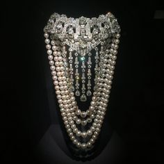 "114 Me gusta, 6 comentarios - crown (@dcpawn) en Instagram: ""Marjorie Post had some amazing commissioned pieces. Cartier creation from 1936. Platinum, diamonds…"" Pearl Jewelry, Jewelry Art, Jewelry Accessories, Jewellery, Royal Jewels, Diamond Are A Girls Best Friend, Gemstone Necklace, Bling, Gemstones"