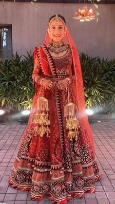 Indian Bride Dresses, Party Wear Indian Dresses, Indian Bridal Outfits, Indian Bridal Fashion, Pakistani Bridal Wear, Wedding Dresses For Girls, Indian Designer Outfits, Indian Wedding Video, Wedding Lehenga Designs