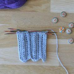 Diy And Crafts, Knitting Patterns, Crochet Earrings, Socks, Villas, Knit Patterns, Sock, Villa, Knitting Stitch Patterns
