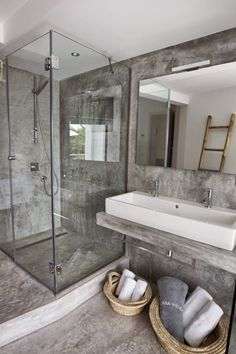 Get inspired by this amazing bathroom selection | You can visit our blog www.essentialhome.eu/blog to get more #MidCenturyModern inspiration.