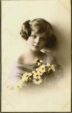 Vintage Girl photo ~ LÁMINAS VINTAGE,ANTIGUAS,RETRO Y POR EL ESTILO.... (pág. 162) | Aprender manualidades es facilisimo.com