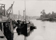 Steam ships docked at Gainsborough.