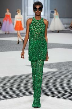 See all the Collection photos from Giambattista Valli Autumn/Winter 2015 Couture now on British Vogue Haute Couture Paris, Haute Couture Style, Couture Mode, Couture Fashion, Runway Fashion, Fashion Week, High Fashion, Fashion Show, Fashion Looks