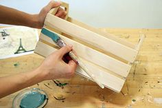 Вы думаете, чтобы создать душевную вещицу нужна куча декоративных материалов? Вовсе нет!Сегодня мы покажем вам мастер-класс, как использовать некоторые возможности акриловых красок.Уютную душевную вещицу можно сделать легко и просто. Приготовьте: акриловые краски фирмы Таир, кисть из щетины, декупажный клей, заготовку, декупажную карту и водные лак с колером (на фото будет чуть позже).