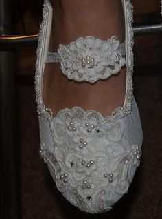 Wedding Flat shoes Marie Antoinette style French Lace Off-whIte, or Ivory