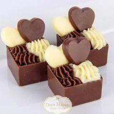 Chocolate Cube, Chocolate Bomb, Artisan Chocolate, Chocolate Gifts, Chocolate Truffles, Small Desserts, Mini Desserts, Delicious Desserts, Dessert Recipes
