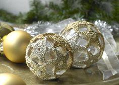Kugler med hæklede stjerner Christmas Diy, Christmas Bulbs, Crochet Christmas, Light Bulb, Crochet Patterns, Holiday Decor, Floral, Lily, Threading