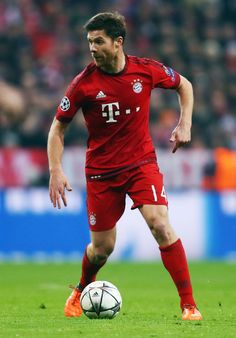 Xabi Alonso of Muenchen controles the ball during the UEFA Champions League Round of 16 Second Leg match between FC Bayern Muenchen and Juventus at Allianz Arena on March 16, 2016 in Munich, Germany. (March 15, 2016 - Source: Alex Grimm/Bongarts)