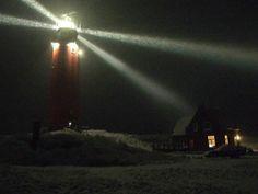 Texelse vuurtoren in de sneeuw 29/1/2015 via B&B 't Vuurtorenhuis aan de voet vd vuurtoren, zie ook www.texel0222.nl mooi blog..