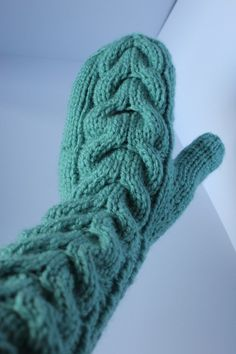 Knitted mittens. Free pattern