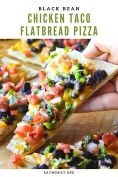 This thin black bean chicken taco flatbread pizza has just the right amount of spice and will be a weeknight favorite at your house! Lunch Recipes, Mexican Food Recipes, Dinner Recipes, Cooking Recipes, Healthy Recipes, Cajun Recipes, Summer Recipes, All You Need Is, Flatbread Pizza