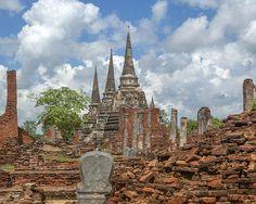 2005 Photograph, The three main Chedi at Wat Phra Si Sanphet viewed from the ruins of the Ubosot. A Boundary Stone is in the foreground, Ayutthaya, Phra Nakhon Si Ayutthaya, Thailand, © 2014.  ภาพถ่าย ๒๕๔๘ วัดพระศรีศรรเพชญ์ เจดีย์ และ ซากสลักหักพังอุโบสถ อยุธยา พระนครศรีอยุธยา ประเทศไทย