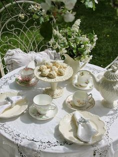 my-very-own-life-in-the-woods: Afternoon tea in the garden…