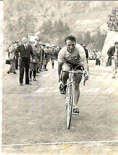 1966 GIRO D'ITALIA MONESI (IM) Vito TACCONE al traguardo *Foto 18x24 cm