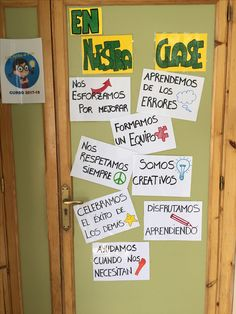 Ideas para el  aula Spanish Bulletin Boards, Spanish Classroom, Classroom Organization, Classroom Management, Classroom Welcome, Class Rules, Teachers Aide, Health Class, Class Decoration