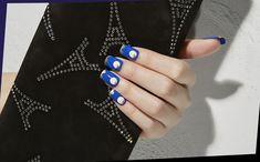 トキシックな青ネイルで魅せるネオセクシー Sk2, Beauty Nails, Fashion News