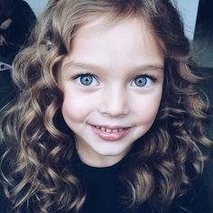 """backstage @leya.me hair @malininapolly #macaroniskids #annapavaga"""