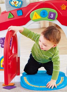 The Fisher-Price Laugh & Learn® Smart Stages™ Home keeps playtime busy with 75+ sing-along songs, tunes and phrases. Plus, three different levels of content encourage development and learning as your baby grows.