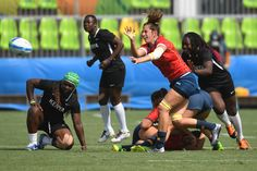 Spain's Angela Del Pan passes the ball in the womens rugby sevens match between Spain and Kenya during the Rio 2016 Olympic Games at Deodoro Stadium in Rio de Janeiro on August 7, 2016. / AFP / Pascal GUYOT