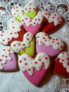 36 trendy Ideas cookies sugar decorated flood icing Source by ErnestoLaubs Valentine's Day Sugar Cookies, Sugar Cookie Royal Icing, Heart Cookies, Iced Cookies, Cupcake Cookies, Cupcakes, Royal Icing Decorated Cookies, Valentines Baking, Valentines Sweets