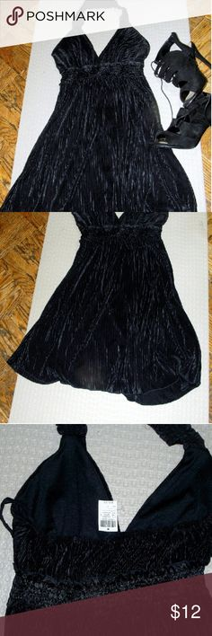Flowy Black Halter Marilyn Monroe Dress This dress is great for an wedding or night out. The empire waist is flattering for curvy girls ,and the material feels nice and cool against the skin.  The material is pleated and ribbed and very forgiving. Hits above knee. Wet Seal Dresses Midi
