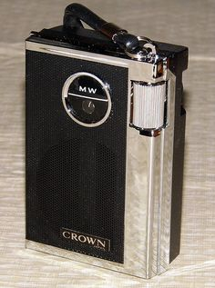 Vintage Crown 6-Transistor AM Radio, Model TR-660, Made in Korea.