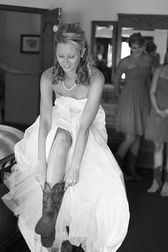 Howdy cowgirl #country #wedding #brideside