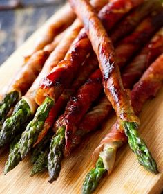 Prosciutto Wrapped Asparagus - Super Bowl 50 Tailgating Recipes - http://livedan330.com/2016/02/04/super-bowl-50-tailgating-recipes-for-champions/