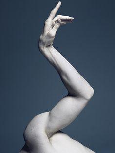 ART - Les danseurs de ballet peuvent apparaître légers comme une plume quand ils traversent la scène en pas chassés, mais sous leurs tutus et leurs collants, ils ont des cor