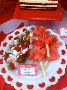 Cool watermelon and strawberry treats at a Canada Day party! Canada Day Party, Canada Day 150, Happy Canada Day, Canada Eh, Visit Canada, Bachelorette Party Essen, Holiday Treats, Holiday Recipes, Holiday Fun
