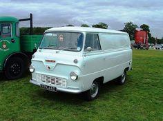 Old Vintage Cars, Vintage Vans, Vintage Trucks, Classic Motors, Classic Cars, Old Lorries, Van Car, Old Ford Trucks, Busse