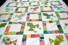 OHMYGAH!!! it's a frog quilt! how cool is that?