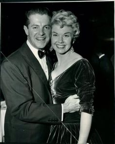 Doris Day and Bob Cummings Classic Hollywood, Old Hollywood, Robert Cummings, Animal Activist, Star Wars, Cut Her Hair, She Is Gorgeous, She Movie, I Love To Laugh