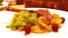 Roast duck with braised cabbage recipe : SBS Food Potato Side Dishes, Side Dishes Easy, Side Dish Recipes, Dishes Recipes, Main Dishes, Roasted Duck Recipes, Roast Recipes, Cooking Recipes, Bread Recipes