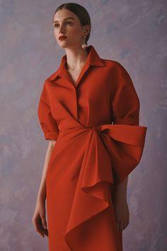 Carolina Herrera Resort 2020 Fashion Show - Vogue Fashion Week, Fashion 2020, Look Fashion, Fashion Details, High Fashion, Fashion Show, Womens Fashion, Fashion Design, Fashion Trends