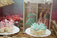 dolls birthday party for girls http://babies.constancezahn.com/festa-bruneca/