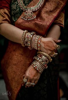 A Cross Culture Wedding With The Bride In A Traditional Kanjeevaram and Kaleere! - plannng - A Cross Culture Wedding With The Bride In A Traditional Kanjeevaram and Kaleere! A Cross Culture Wedding With The Bride In A Traditional Kanjeevaram and Kaleere! Indian Jewelry Earrings, Hand Jewelry, Indian Bangles, Ankle Jewelry, Fancy Jewellery, India Jewelry, Bridal Bangles, Wedding Jewelry, Gold Bangles