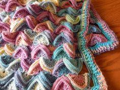 Esta colchita esta tejida con estambre formada en lineas de abanicos la puede tejer al tamaño deseado y en su color preferido, se tejio con 7 madejas de esta...