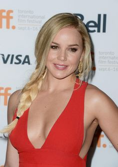 The Genteel perfection of Abbie Cornish . Cornish narrated Zack Snyder's film Sucker Punch at the 2010 San Diego Comic-Con International. Abbie Cornish, Beautiful Celebrities, Beautiful Actresses, Beautiful Women, Glamour Magazine, Glam Girl, Hot Brunette, Famous Women, Celebrity Pictures