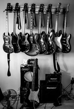Play Music Easily With These Simple Guitar Tips. Have you had the experience of picking a guitar up and wanting to play it? Have you wondered if you have musical talent? Black And White Picture Wall, Black And White Pictures, Wow Photo, Instruments, Rock Poster, Guitar Photography, White Photography, Estilo Rock, Music Aesthetic