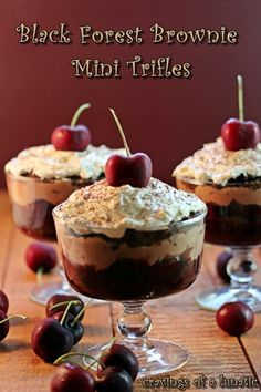 Black Forest Brownie Mini Trifle by Cravings of a Lunatic Dessert Parfait, Köstliche Desserts, Delicious Desserts, Yummy Food, Finger Desserts, Dessert Healthy, Fruit Recipes, Sweet Recipes, Dessert Recipes